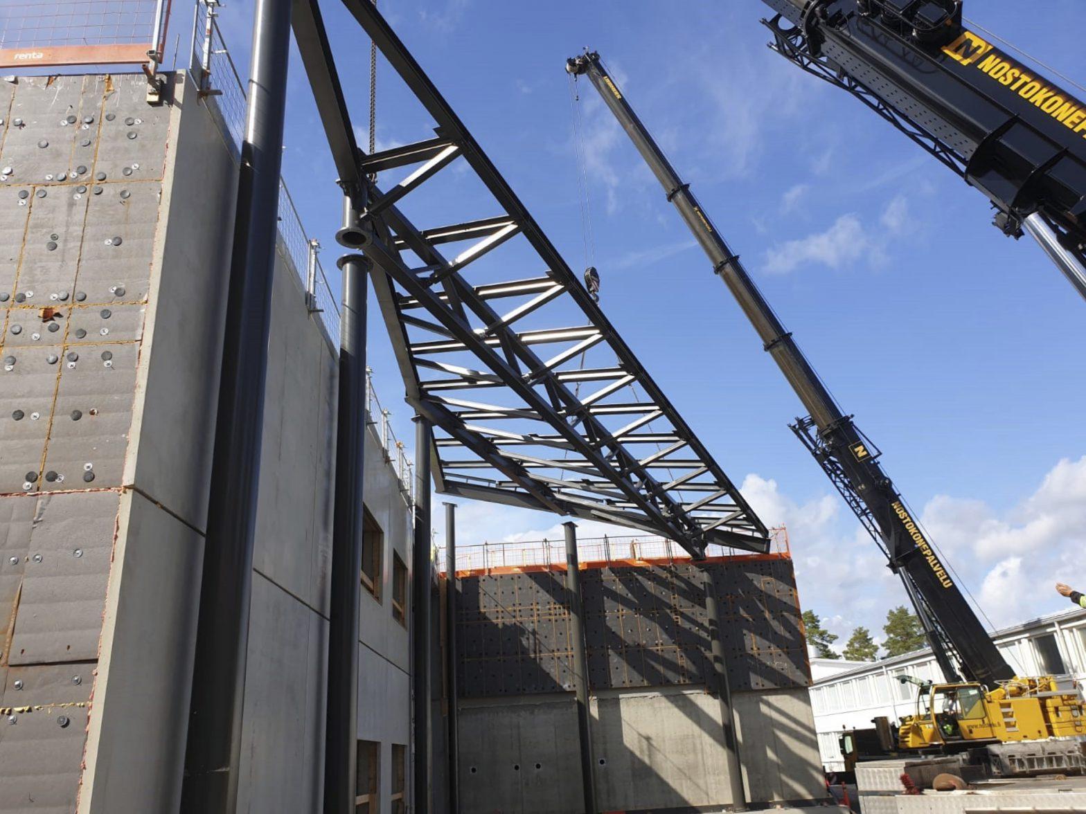 Teräsrakenteinen katos Hankasalmen uuteen koulukeskukseen